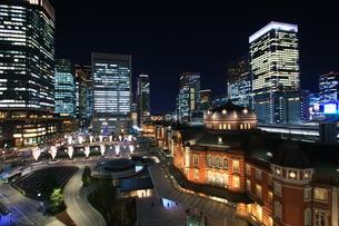 東京駅の夜景の写真素材 [FYI01221444]