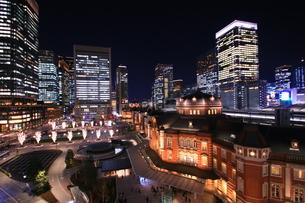 東京駅の夜景の写真素材 [FYI01221445]