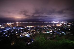 諏訪湖の夜景の写真素材 [FYI01221462]