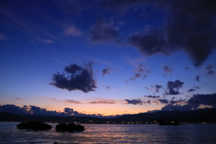 諏訪湖の夕暮れの写真素材 [FYI01221466]