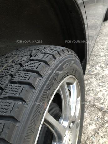 スタッドレスタイヤ装着の写真素材 [FYI01221579]
