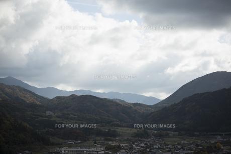 山間部の町の写真素材 [FYI01221853]