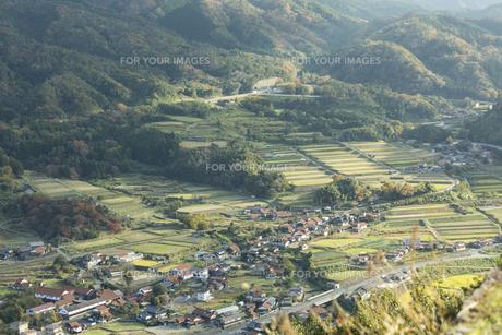 山間部の町の写真素材 [FYI01221871]
