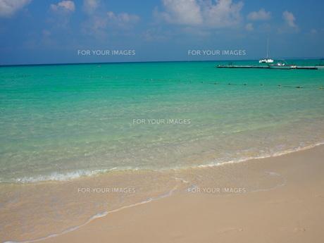 美しい砂浜(沖縄・宮古島)の写真素材 [FYI01221889]