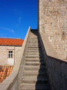 ドゥブロヴニクの城壁の階段の写真素材 [FYI01221900]