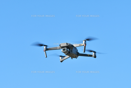空撮専用の小型ドローンの写真素材 [FYI01222008]