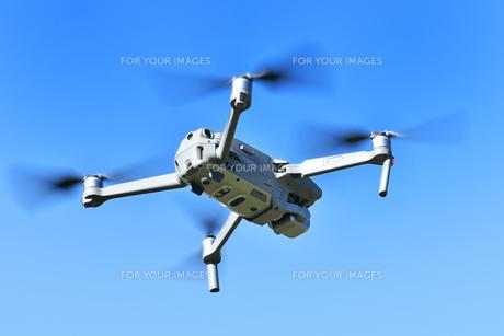 空撮専用の小型ドローンの写真素材 [FYI01222009]