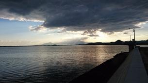 海と朝日と雲の写真素材 [FYI01222225]