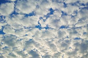 横位置の隙間雲の写真素材 [FYI01222242]