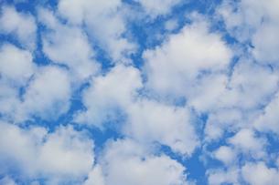 横位置の隙間雲の写真素材 [FYI01222243]