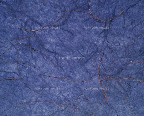 金線が入った紺色のすき紙のテクスチャーの写真素材 [FYI01222260]
