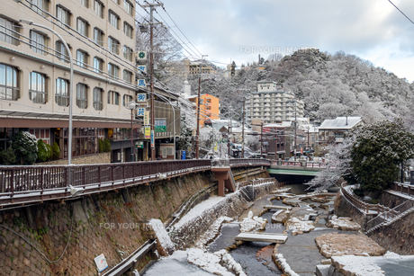 有馬温泉 温泉街 雪景色の写真素材 [FYI01222874]