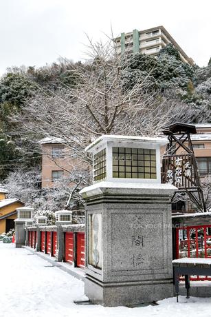 有馬温泉 太閤橋 雪景色の写真素材 [FYI01222880]