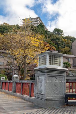 有馬温泉 太閤橋と紅葉の写真素材 [FYI01222885]