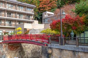 有馬温泉 ねね橋と紅葉の写真素材 [FYI01222891]