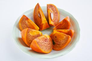 切った柿の写真素材 [FYI01223012]