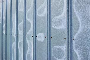 安全網板の囲いに浮き出た模様の写真素材 [FYI01223013]