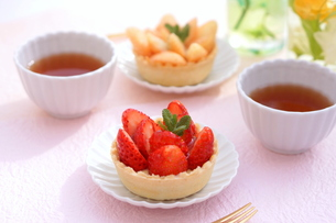イチゴのタルトの写真素材 [FYI01223083]