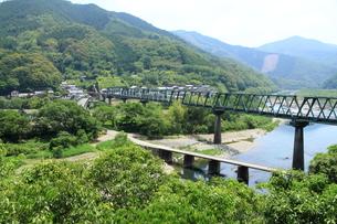 四万十川の沈下橋の写真素材 [FYI01223281]
