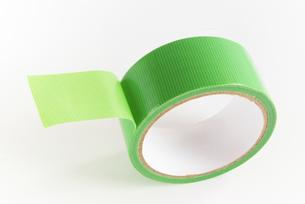 横位置の緑色の仮止めテープの写真素材 [FYI01223401]