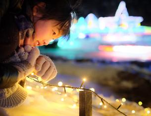 少女の視線の写真素材 [FYI01223682]