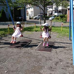 双子の女の子の写真素材 [FYI01223730]