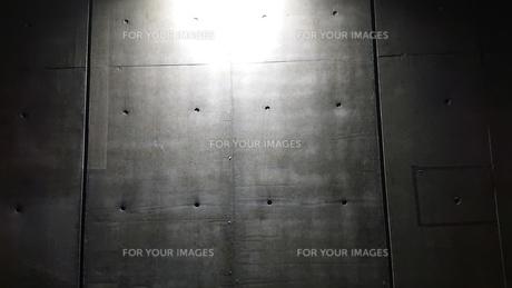 コンクリートと目地と光の写真素材 [FYI01223733]