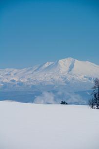 冬の山と青空 大雪山の写真素材 [FYI01223784]