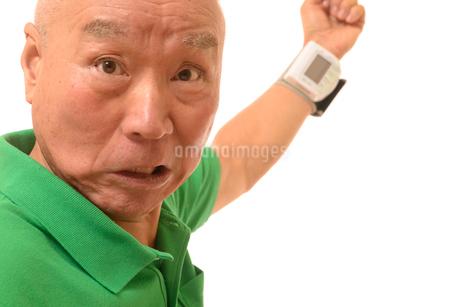 シニアの血圧測定の写真素材 [FYI01223796]