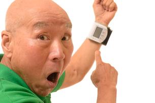 シニアの血圧測定の写真素材 [FYI01223797]
