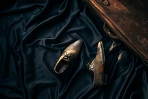 黒布と靴と鞄の写真素材 [FYI01224005]