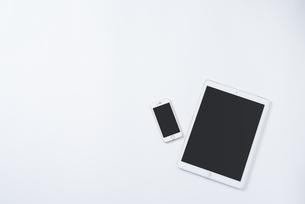 iPadとiPhone。別パターン2の写真素材 [FYI01224019]