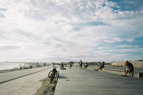 空と海と自転車の写真素材 [FYI01224036]