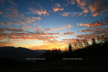 夕暮れ空模様の写真素材 [FYI01224087]