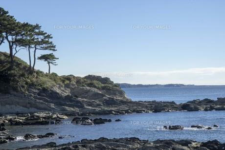 秋の海と岩と空の写真素材 [FYI01224392]