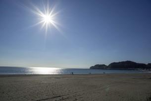 秋の海と空と光の写真素材 [FYI01224394]