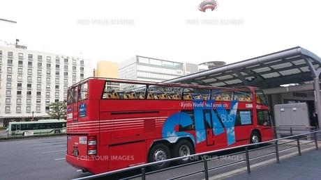 駅とタワーとバスの写真素材 [FYI01225008]