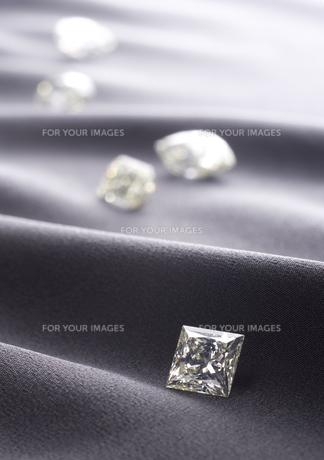 イエローダイヤのルースの写真素材 [FYI01225258]