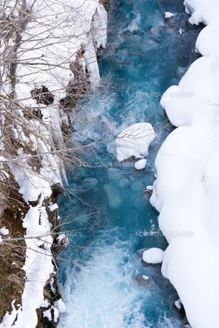 青い川 美瑛町の写真素材 [FYI01225290]