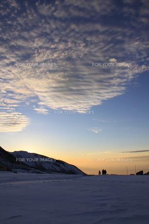 室堂からみた夕暮れの空(弥陀ヶ原方面)の写真素材 [FYI01225336]