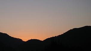 早朝の東の空の写真素材 [FYI01225500]