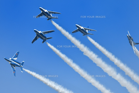 アクロバット飛行の写真素材 [FYI01225582]