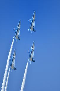 アクロバット飛行の写真素材 [FYI01225583]