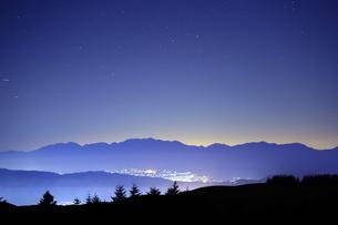 霧ヶ峰の星空の写真素材 [FYI01225900]