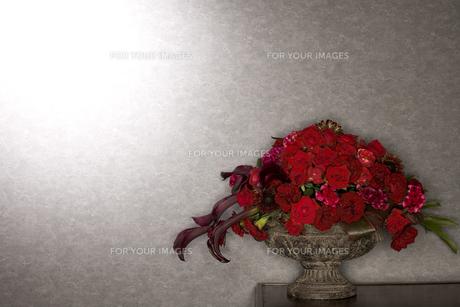 薔薇の花瓶のイメージの写真素材 [FYI01226260]