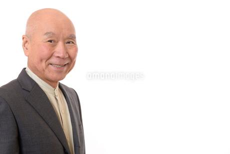 笑顔のビジネスマンシニアの写真素材 [FYI01226285]