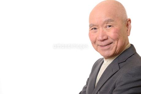 笑顔のビジネスマンシニアの写真素材 [FYI01226286]