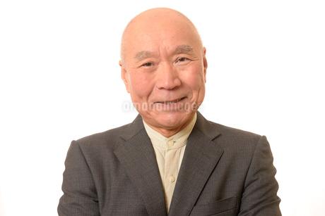 笑顔のビジネスマンシニアの写真素材 [FYI01226287]