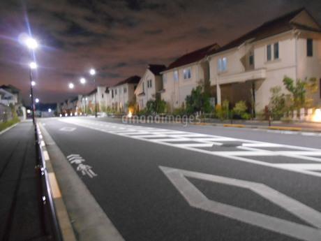 夜の住宅地の写真素材 [FYI01226361]