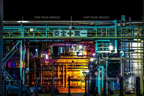 川崎工業地帯の夜景の写真素材 [FYI01226609]